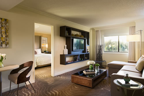 Suite Executive King Living Room 7955 (2)
